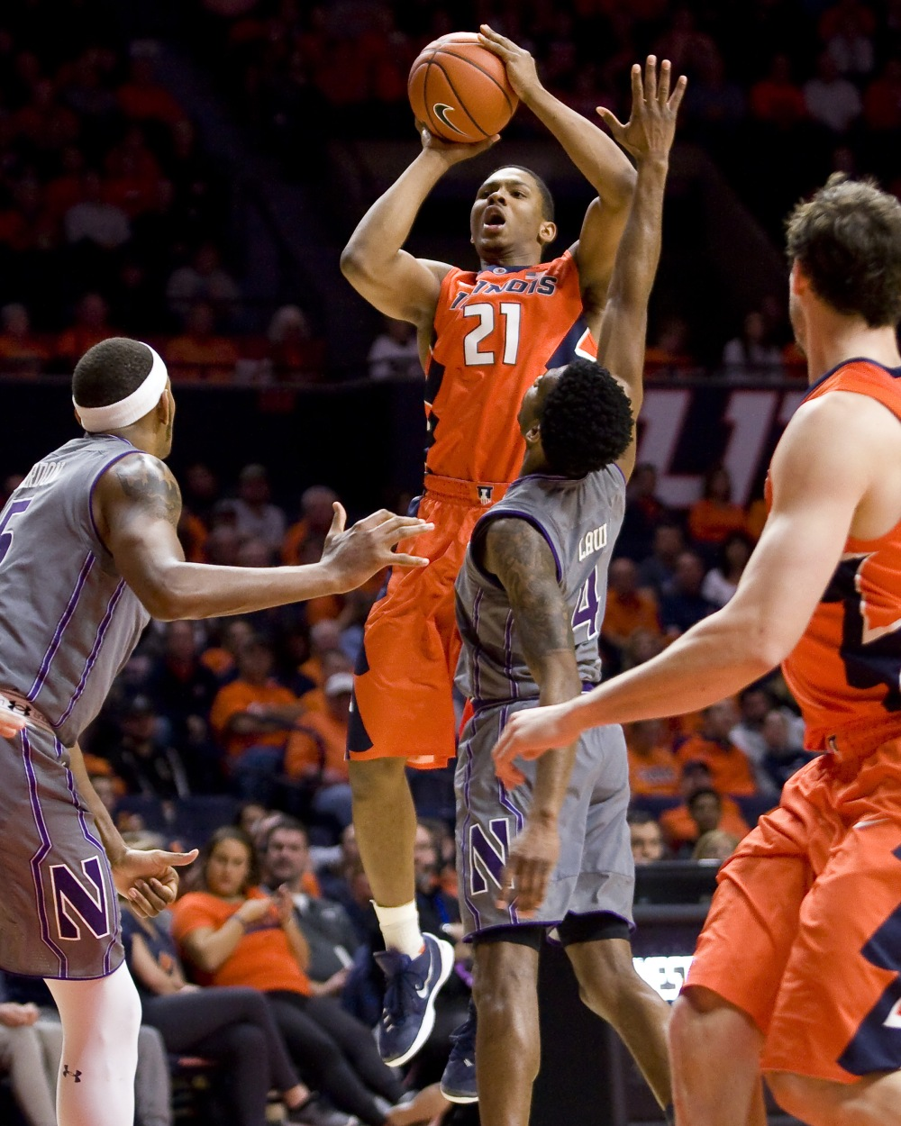 9891924-ncaa-basketball-northwestern-at-illinois